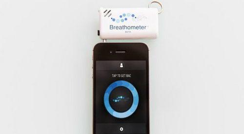 Breathometer: компактный алкометр для смартфонов