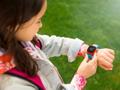 Детские смарт-часы alcatel movetime tracktalk появились в российской рознице