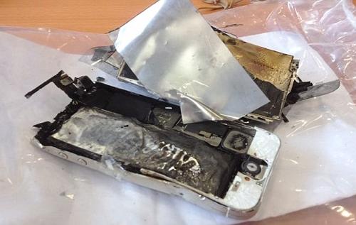 Девушка погибла, заряжая iphone фирменным зарядником apple