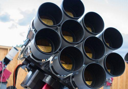 Dragonfly - телескоп из 10 объективов canon для исследования космоса (3 фото)