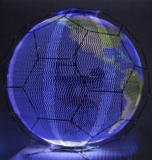 Дрон превратили в летающий сферический дисплей