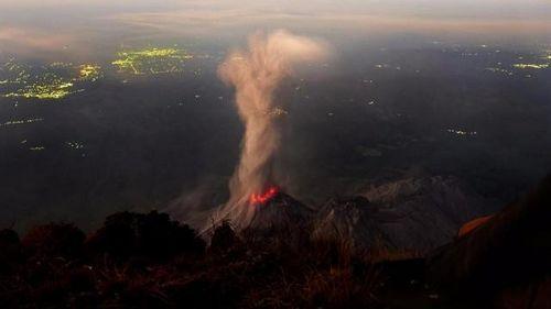Дроны внутри вулкана огня в гватемале помогут ученым предугадать катастрофическое извержение