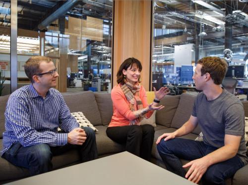 Facebook объединяет в одно все свои подразделения, занимающиеся потребительскими устройствами