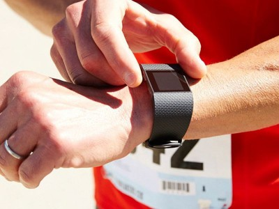 Fitbit surge будет официально представлен уже завтра