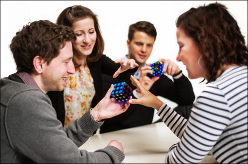 Futuro cube: электронный кубик-головоломка