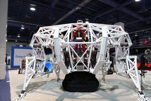 Гоночный робот-экзоскелет prosthesis (18 фото + 2 видео)