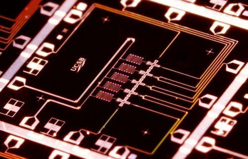 Google создаёт квантовый процессор