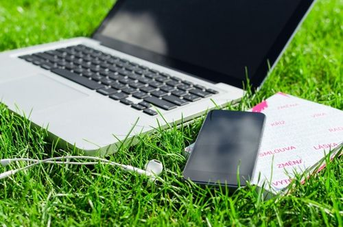 «Гринпис» призывает производителей смартфонов отказаться от инноваций в пользу экологии