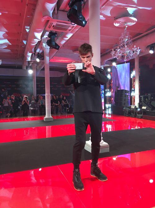 Huawei watch стали главным участником фэшн-шоу arsenicum