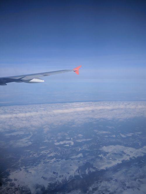 Иллюминатор самолета предлагают превратить в тачскрин (2 фото)