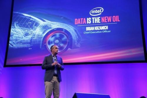 Intel называет информацию «новой нефтью», планируя вложить $250 млн в разработки, связанные с самоуправляемыми автомобилями