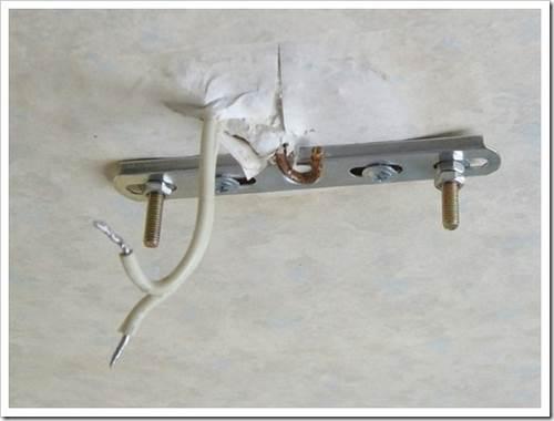 Как повесить подвесную люстру? советы, которые помогут сохранить потолок от тепловой деградации.
