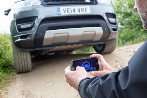 Land rover разрабатывает управление автомобилем с помощью смартфона (2 фото + видео)