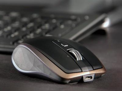 Logitech mx anywhere 2 поддерживает одновременную работу с тремя устройствами