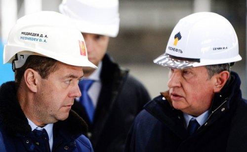 Медведев: нужен баланс интересов нефтяников ибюджета вналогообложении - «энергетика»