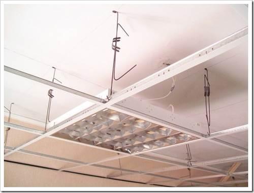 Монтаж светильников армстронг в подвесной потолок. преимущества подвесных потолков для офисных помещений.