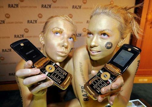 Motorola представила razr2. фото