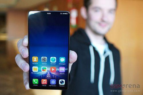 Mwc 2018. vivo показала смартфон будущего со сканером отпечатков в половину экрана, встроенными в дисплей динамиками и выдвижной камерой