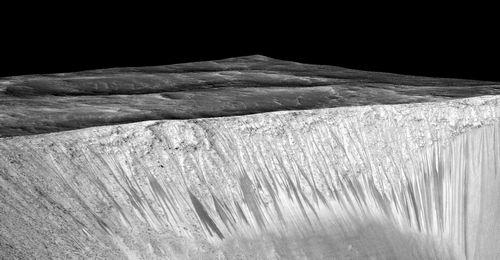 На марсе найдена вода в жидком состоянии (4 фото + 2 видео)