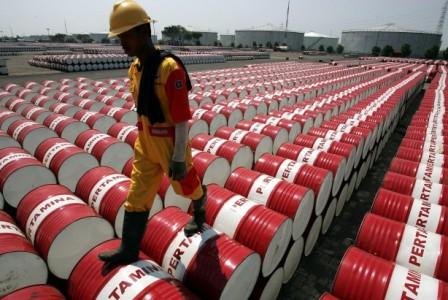 Нефть внебольшом плюсе, ноинвесторов беспокоит рост предложения сырья - «энергетика»