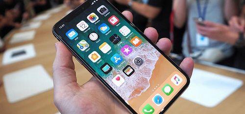 Новый iphone: очереди за 2 суток до продаж. фото