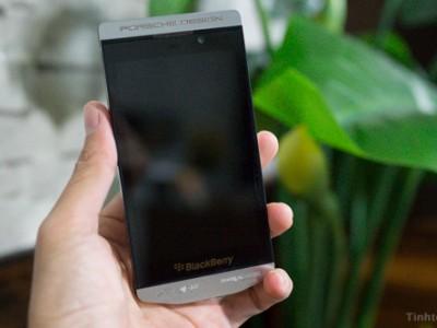 Pantech собирается выпустить смартфон с кнопками на задней панели