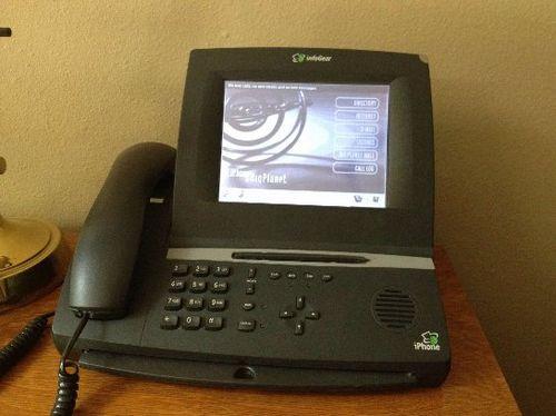 Первый айфон вышел намного раньше 2007 года