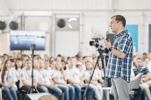 Премьер-министр россии провел встречу с молодыми учеными на территории смыслов