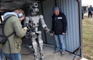 Российский гуманоидный робот федор обрел навыки точной стрельбы из пистолета с двух рук
