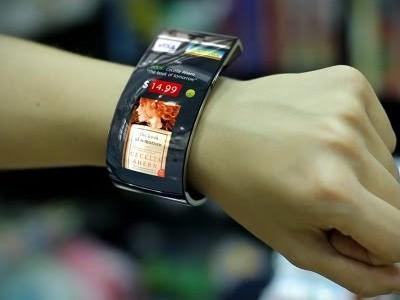Samsung хочет выпустить гибкий смарт-браслет быстрее, чем apple