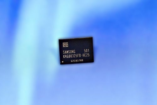 Samsung запускает в массовое производство 8-гигабитный чип gddr5 dram