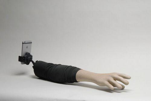 Selfie arm – селфи-стик для одиноких женщин