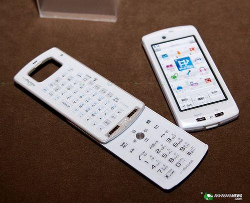 Separate keitai f-04b - модульный телефон-проектор (13 фото)
