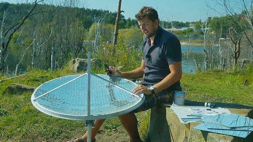 Солнечная параболическая тарелка работает с водой