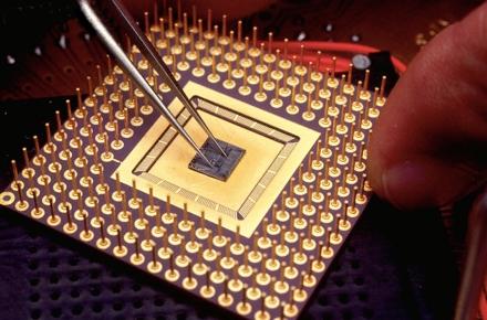Создан 110-ядерный процессор для серверов и смартфонов