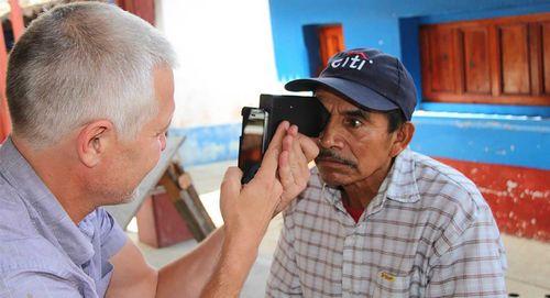Svone — портативный аппарат для проверки зрения (6 фото + видео)