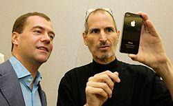 Топ-менеджер samsung увидел в смерти стива джобса шанс атаковать iphone
