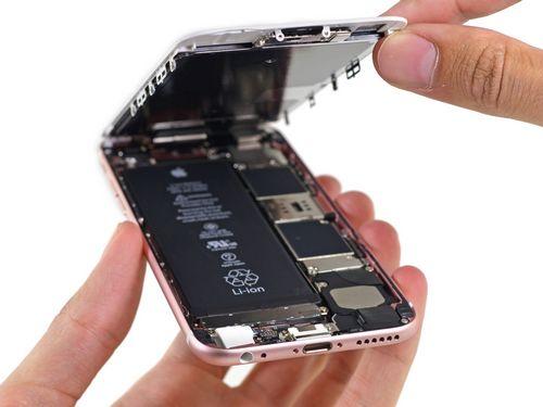 Улучшенная водостойкость iphone 6s и iphone 6s plus объясняется новыми прокладками и более толстым уплотнителем