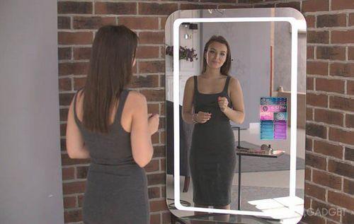 Умное зеркало делает селфи и наблюдает за домом (8 фото + видео)