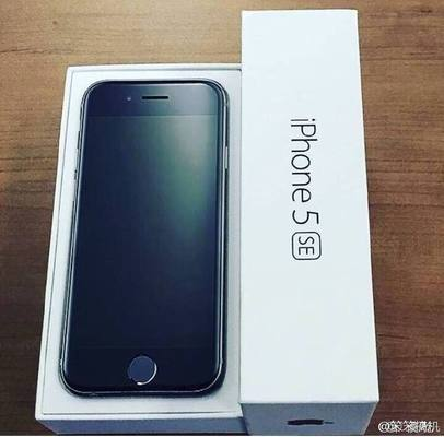 Упаковка apple iphone 5se попала в объектив камеры