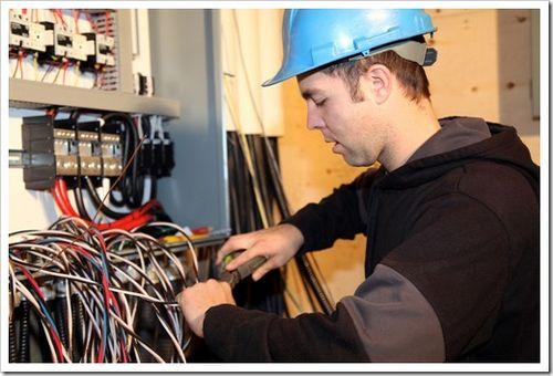 Услуги электрика по замене счетчика