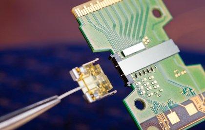 В японии создан радиочип, передающий данные на скорости 1,5 гбит/сек