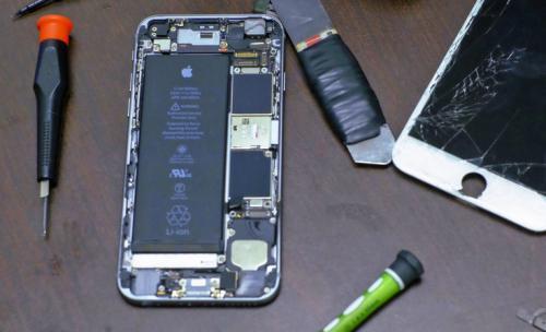 В рамках пилотной программы apple передала трём сервис-центрам свои калибровочные машины и права на ремонт смартфонов