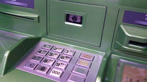 В российских банкоматах в ближайшее время можно будет снимать деньги при помощи телефона