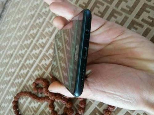 В сети появились новые фото и изображения якобы смартфона oneplus 3, на которых запечатлены разные устройства