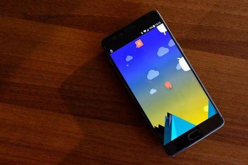 В сети появилось первое «живое» фото нового смартфона oneplus 6