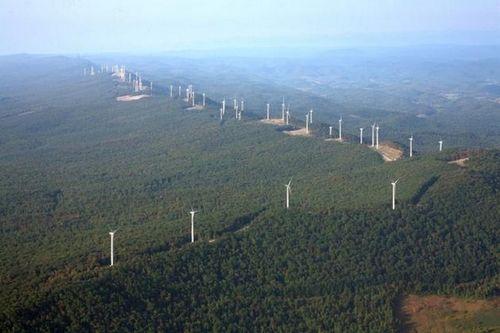 В сша появилась крупнейшая в мире ветряная электростанция, запасающая энергию