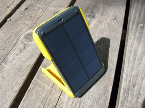 Wakawaka power: зарядное устройство с аккумулятором и солнечной батареей