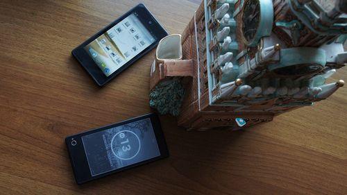 Yotaphone – смартфон с двумя дисплеями